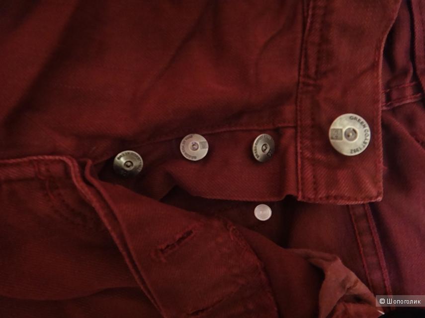Мужские джинсовые брюки цвета бургунди