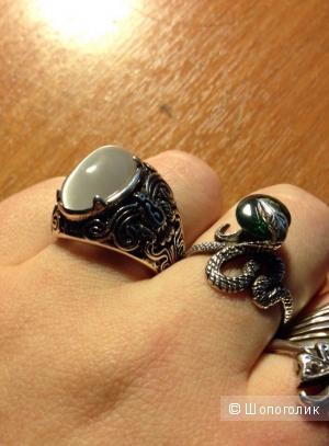 Красивое серебрянное кольцо с камнем под старину