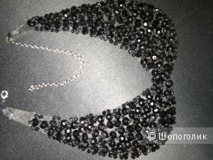 Воротничок с черной отделкой камнями