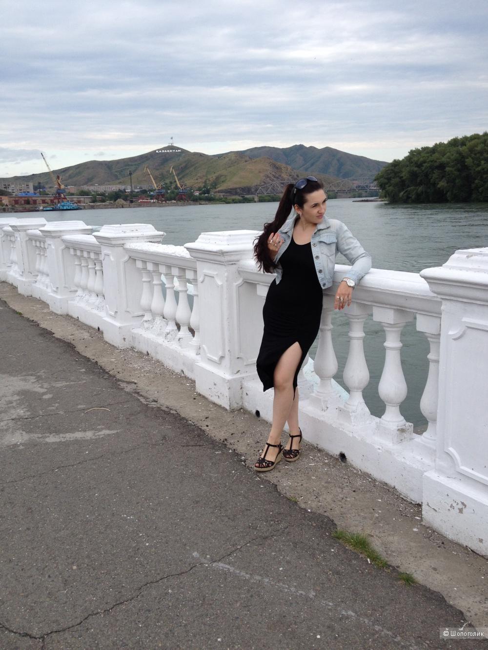 Платье летнее тонкое с разрезом на ноге