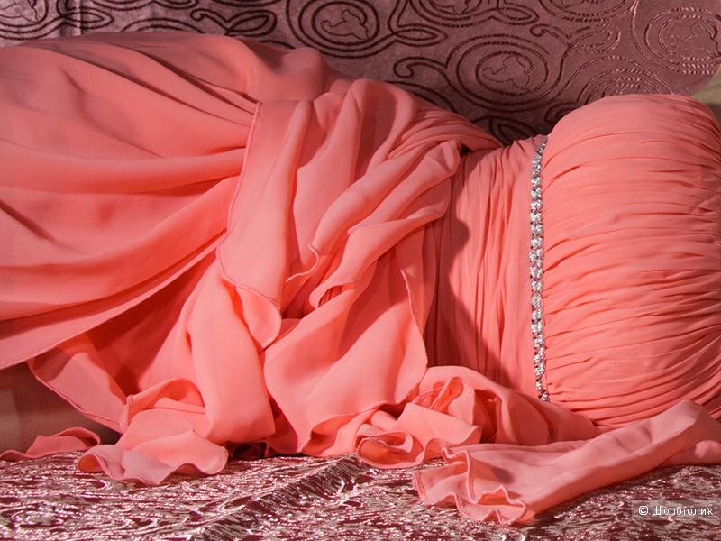 Красивое коктейльное платье со шлейфом