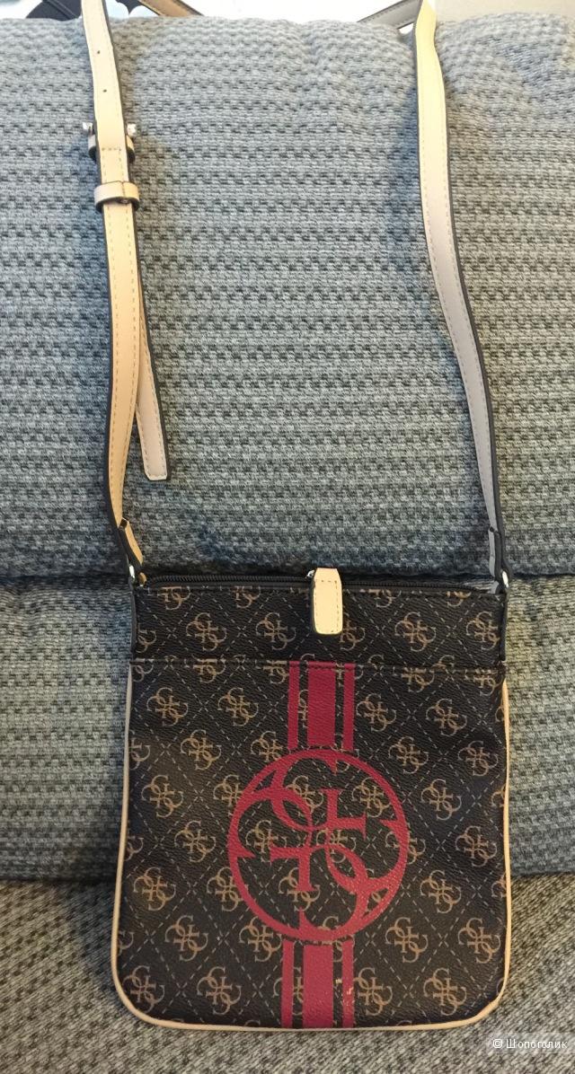 Небольшая сумочка Guess