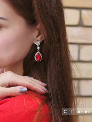Стильные красивые серьги с красными камнями