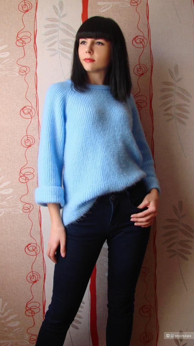 Теплый свитер голубого цвета