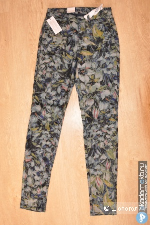 Продам абсолютно новые джинсы Vero Moda Flower Print High Waisted Denim Jean - Blue print / W26/32