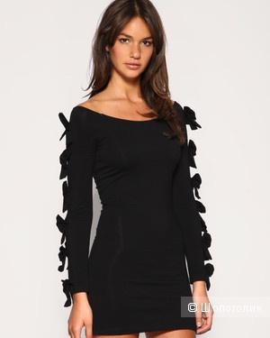 Утягивающее маленькое черное платье