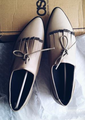 Туфли на плоской подошве с острым носком ASOS MIA