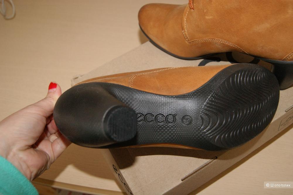 Ботинки ЭККО из натуральной кожи  39 размер  куплены на 6 pm