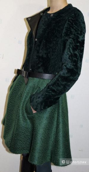 Пальто из меха овчины и мохера итальянского бренда DROMe, размер S
