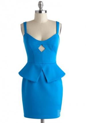 Пристрою новое эффектное платье с баской.