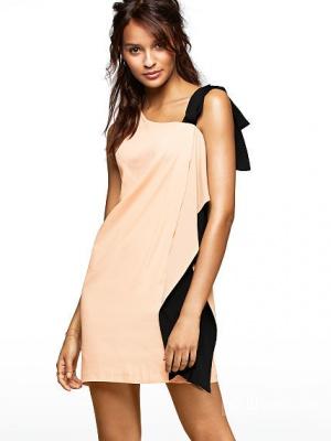 Платье с оригинальной рюшей сбоку от VS