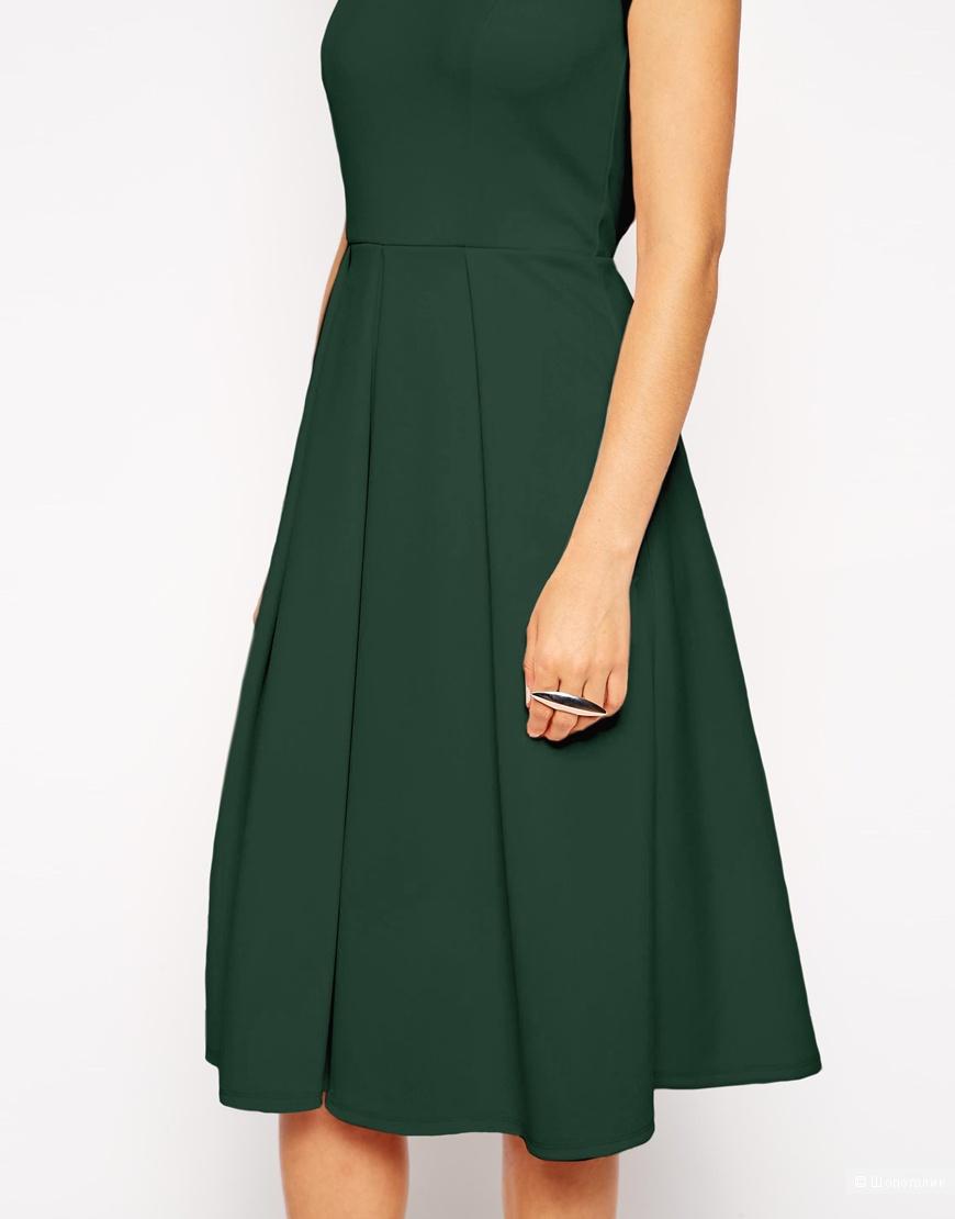 Складки на спине в платье с