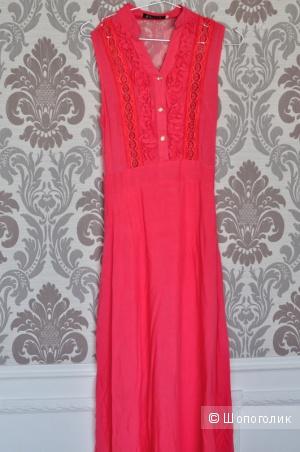 Платье с кружевной спиной.