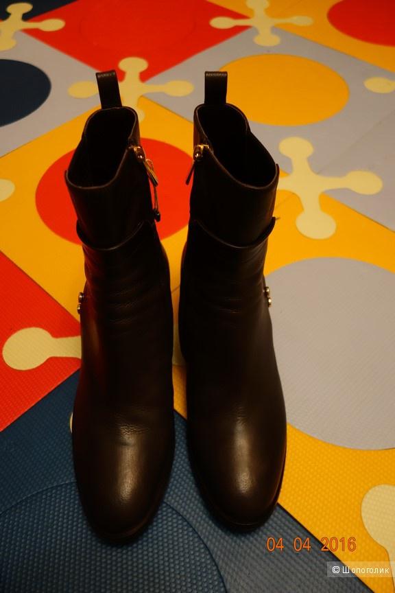 пристрою новые кожаные ботиночки LORETTA PETTINARI, 40 размер