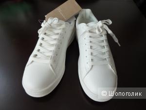 Белые кроссовки Springfield