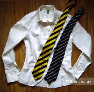 Белая рубашка Benetton 44-46, два  шёлковых галстука в подарок