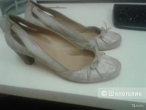 Почти новые кожаные туфли Bagatt 40 размера