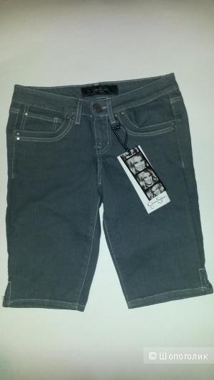 Пристрою новые джинсовые шорты Jessika Simpson.