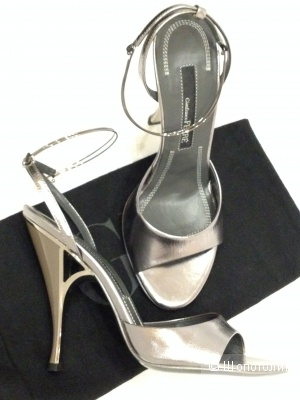 туфли от кутюр Gianfranco Ferre с железными браслетами вокруг лодыжки р.37-37.5 новые