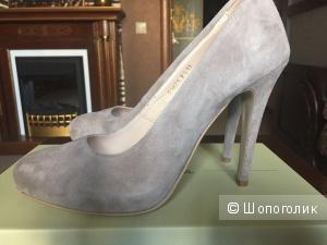 Новые замшевые туфли 39 размер
