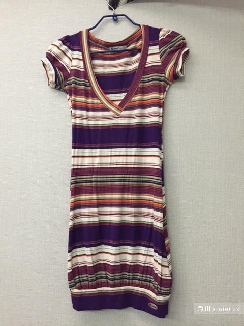 Эффектное платье в полоску