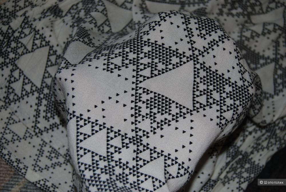 Платье Motel Polly Babydoll Dress in Ivory Pyramid Print XS