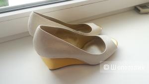 Пристраиваю новые женские туфли Bandolino