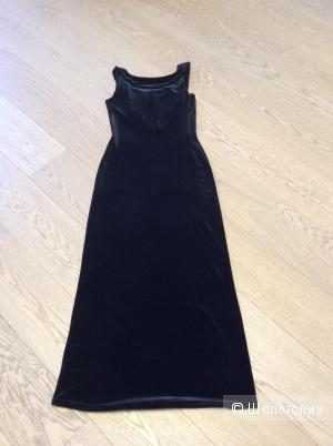 Длинное бархатное платье с красивым вырезом р.44-46