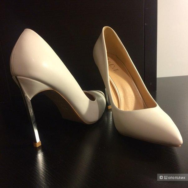 Белые туфли на стопу 24,0 см