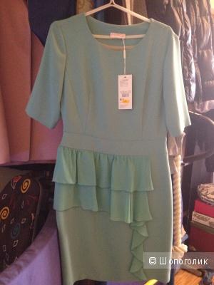Новое с этикеткой нежно-зеленого цвета платье BIZARRO