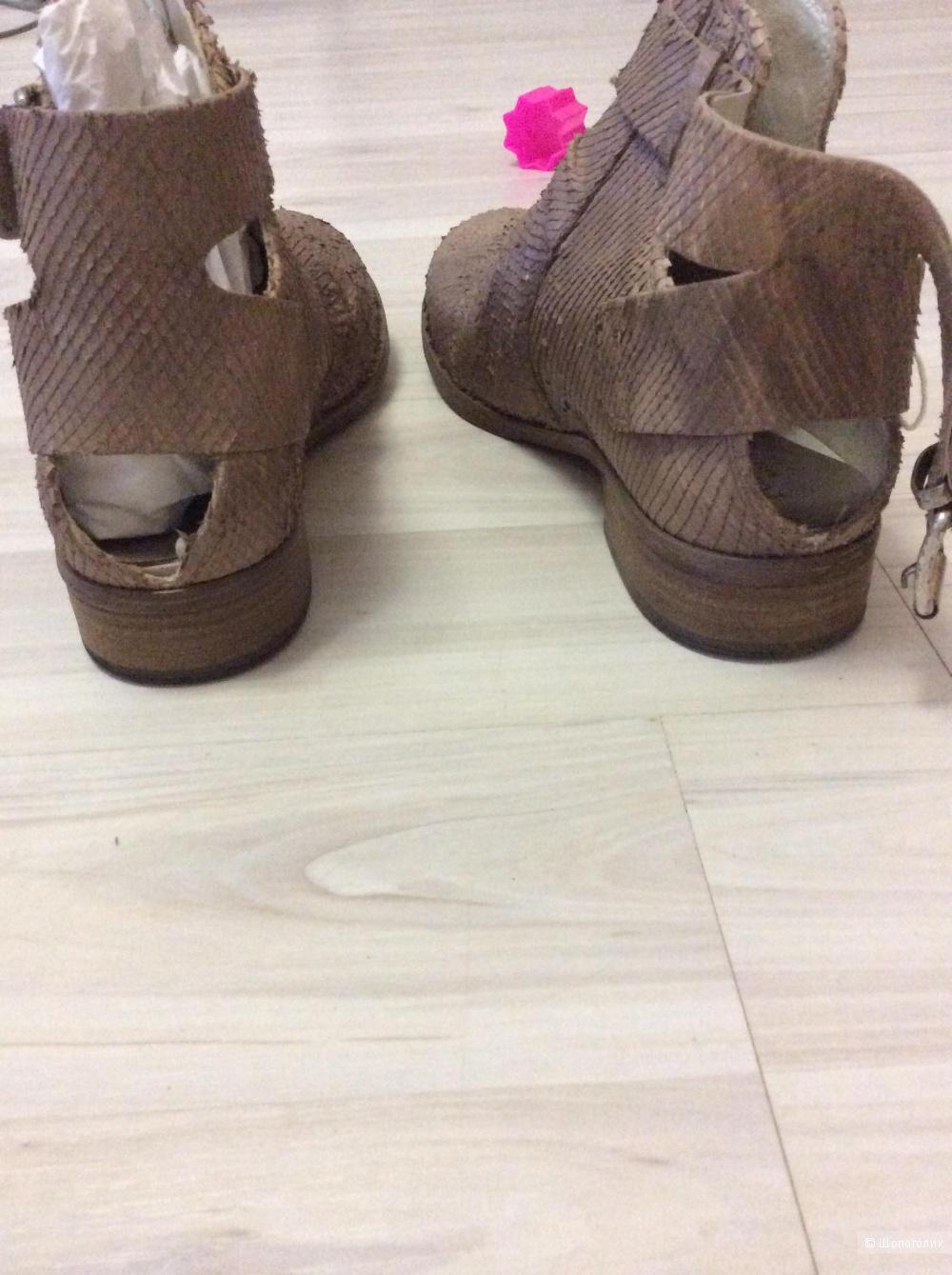 Ботинки на ногу 25см))