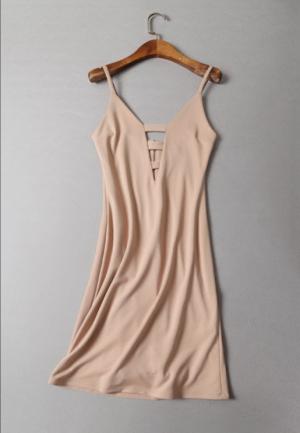 Бежевое трикотажное платье с интересным вырезом S-M/44
