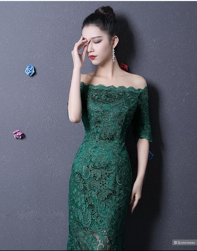 Кружевное платье изумрудное