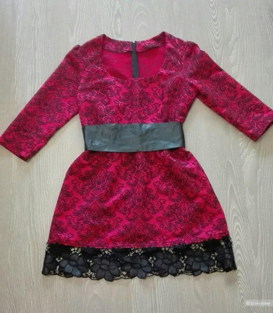 Платье с кожаным ремнем М