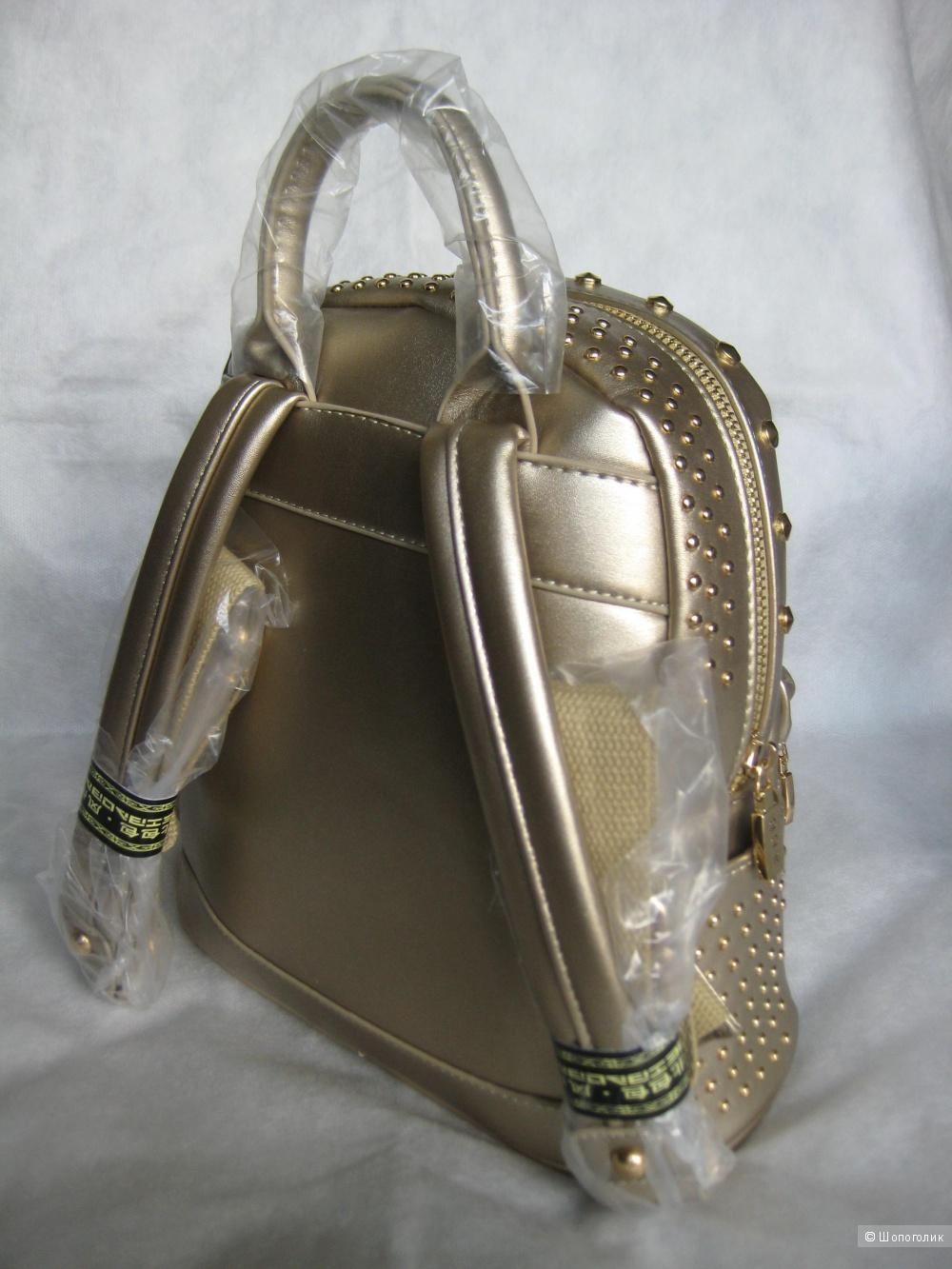 Новый рюкзак с небольшим дефектом