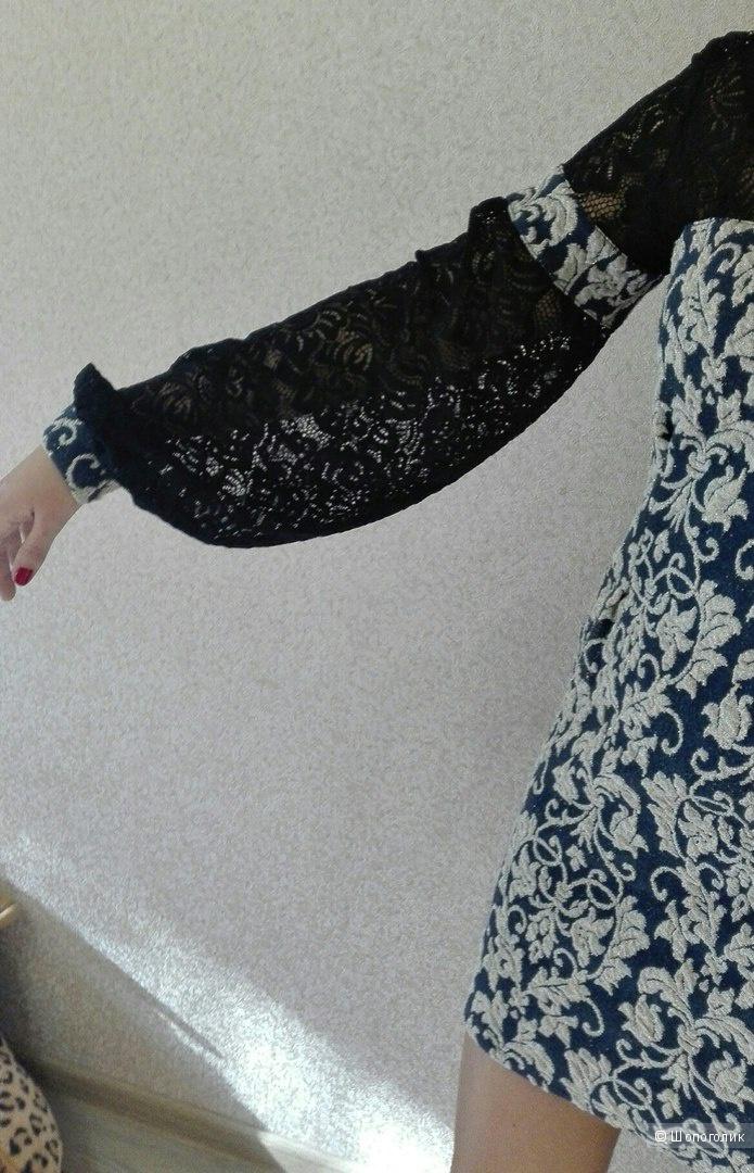Платье с пышным рукавом размер М