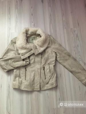 Guess куртка 42-46 (ориентироваться по замерам)