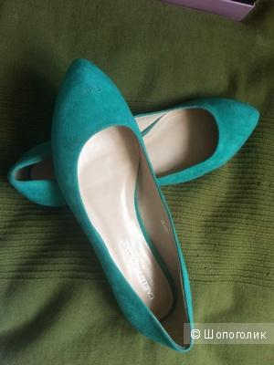 Продам новые замшевые балетки Carlo Pazolini