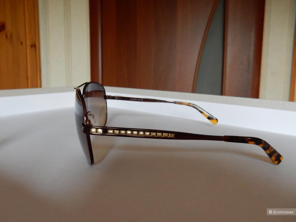 Очки-авиаторы в металлической оправе американского премиум-бренда Judith Leiber