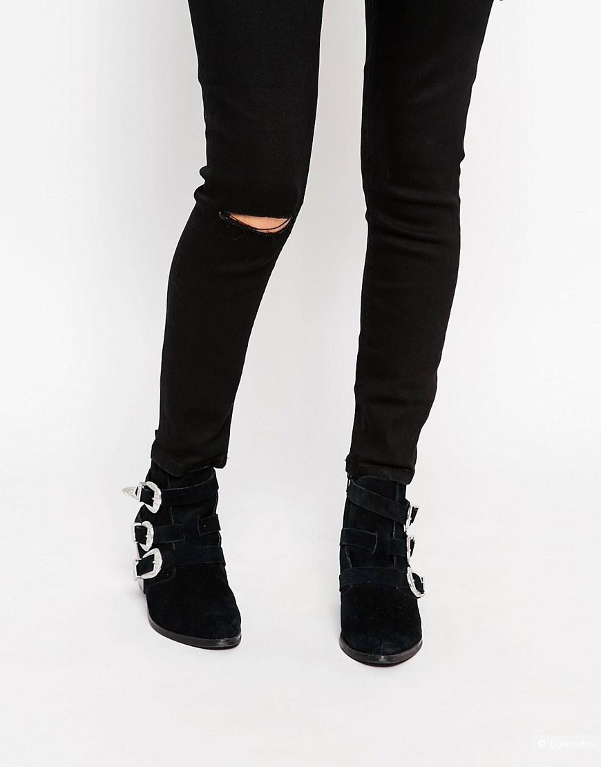 Ультразауженные черные джинсы с завышенной талией и рваным коленом ASOS PETITE Ridley