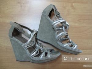 Новые замшевые босоножки Massimo Dutti