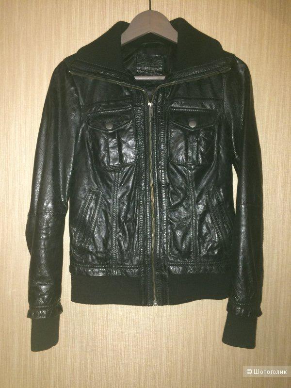 Кожаная(100%) куртка Stradivarius xs (ПОГ куртки 46см)