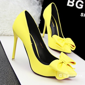 Жёлтые туфли-лодочки
