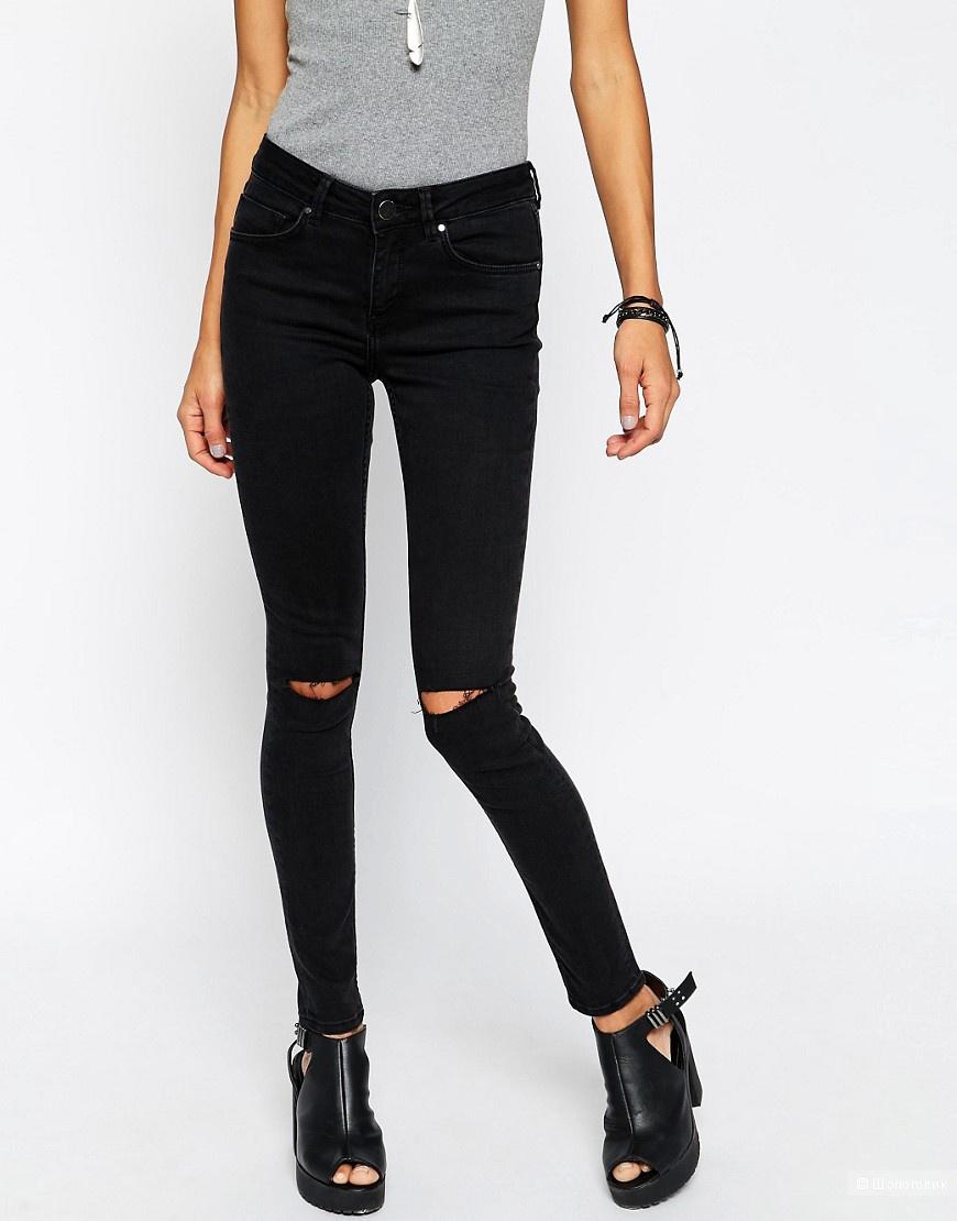 Черные джинсы скинни с прорехами на коленях Asos Petite