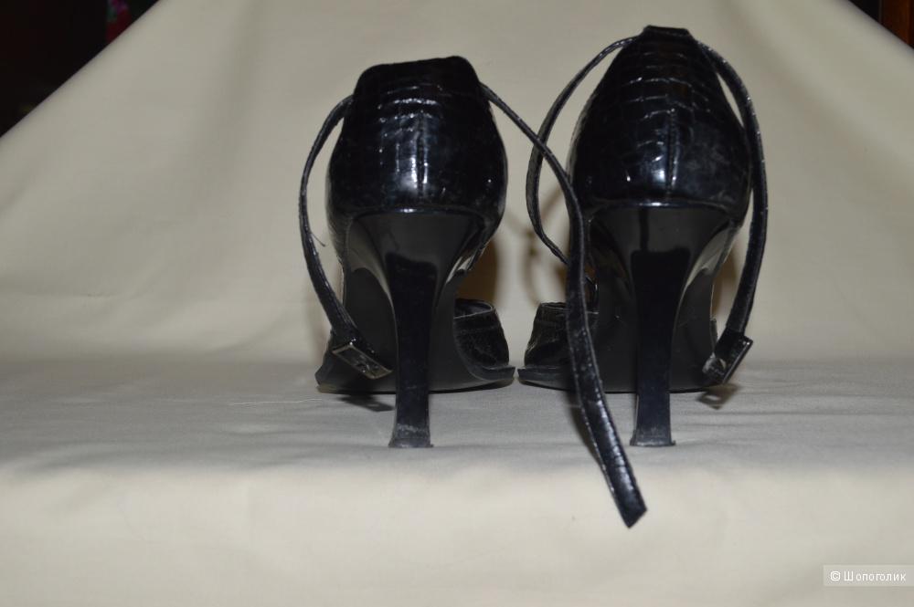 Продам женские кожаные туфли черного цвета