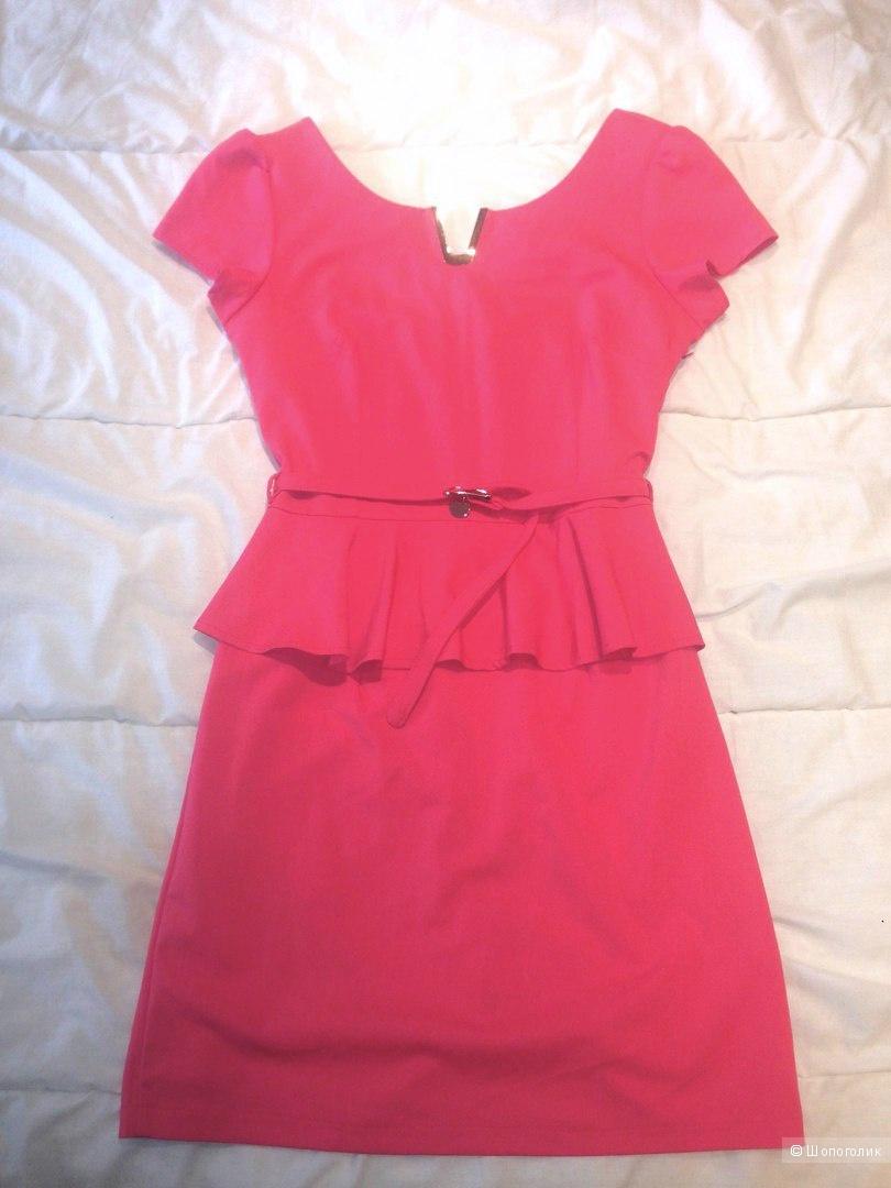 Красивое коралловое платье с баской, размер 42-44