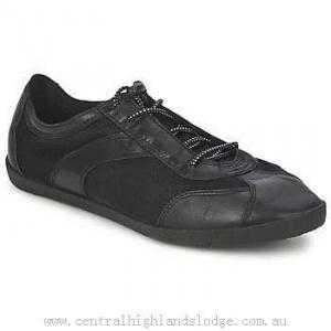 Продам кроссовки Vagabond