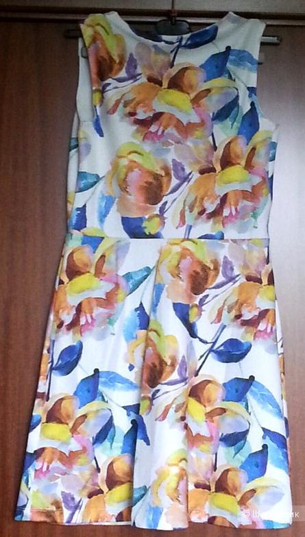 Короткое приталенное платье в фактурный цветочек ASOS UK8