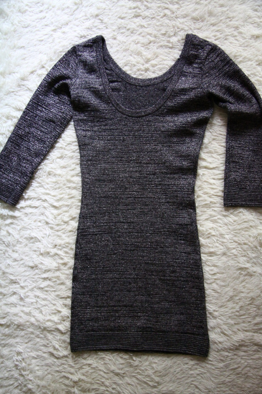 Платье Bershka c блестками  и приотрытой спинкой размера S
