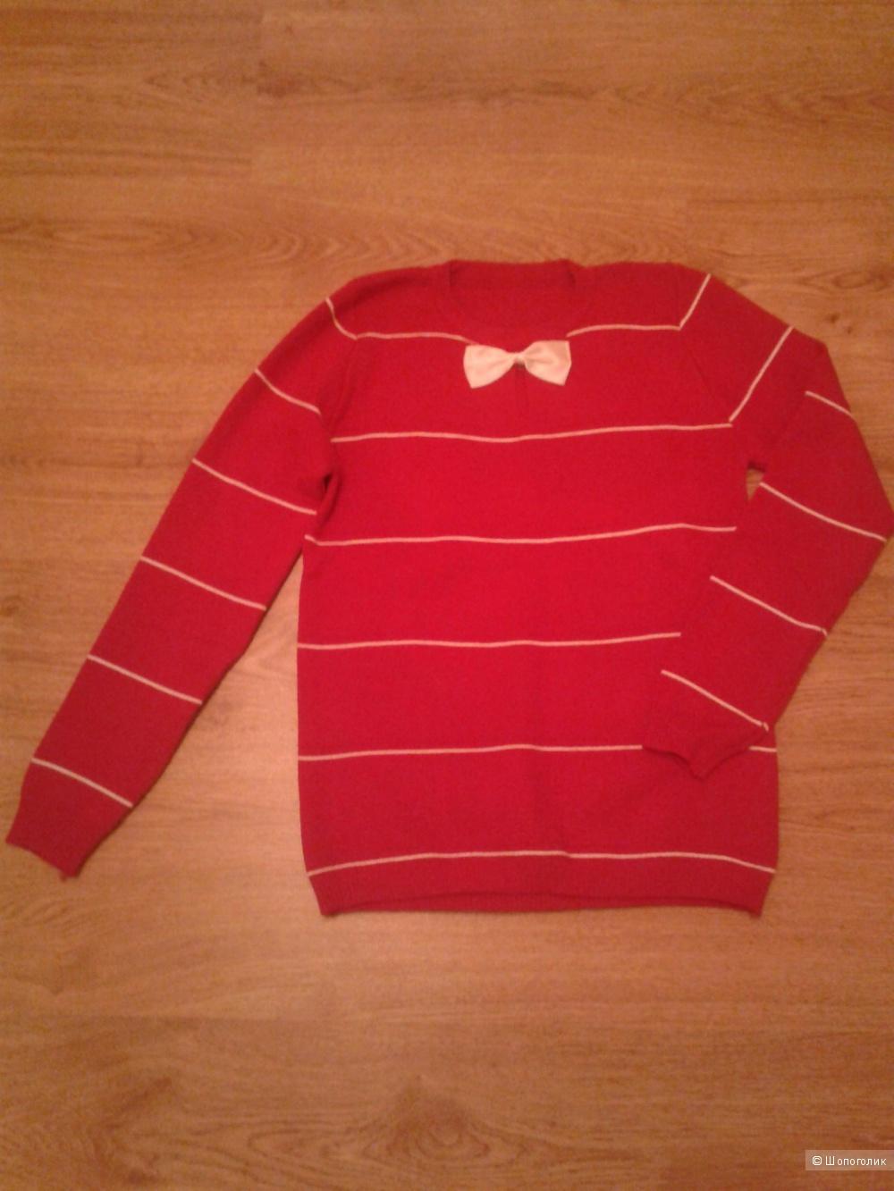Полосатый свитер с бабочкой